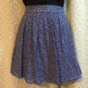 Old Navy blue and white ditsy print miniskirt